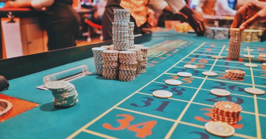 Guia para escolher a mesa de pôquer ao vivo mais lucrativa